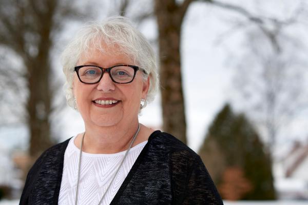 Karen dionne new author pic   full   website