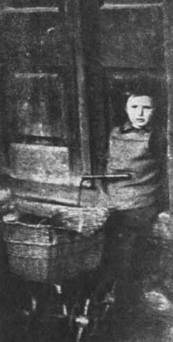 A Jewish child, the grandson of Maurici and Ester Laub, in the Tarnow ghetto.
